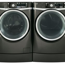 GE® ENERGY STAR® 4.8 cu. ft. capacity RightHeight™ Frontload washer (GFWR4805FMC)