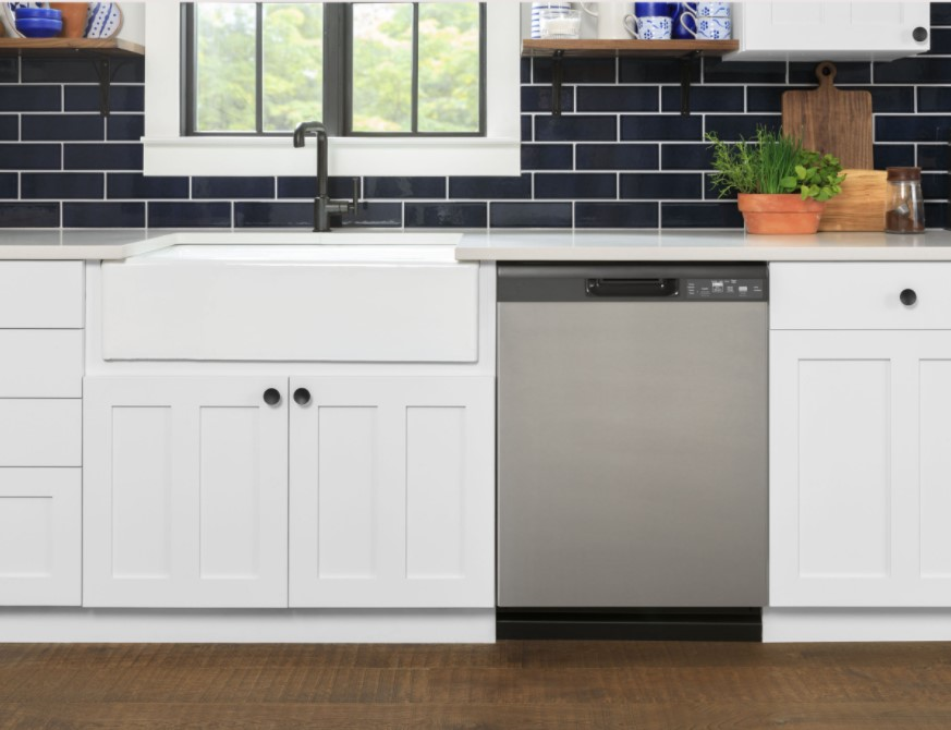 The new dishwasher provides an updated appearance with a long-form door, as well enhanced cleaning and easier maintenance.