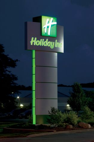 GE Tetra® LED lighting systems -- Holiday Inn