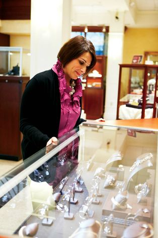 GE Immersion® LED Display Case Lighting helps showcase product details.