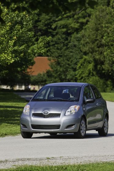 2011 Toyota Yaris Hatchback 08