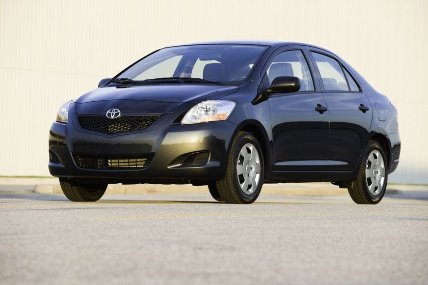 2011 Toyota Yaris Sedan 04