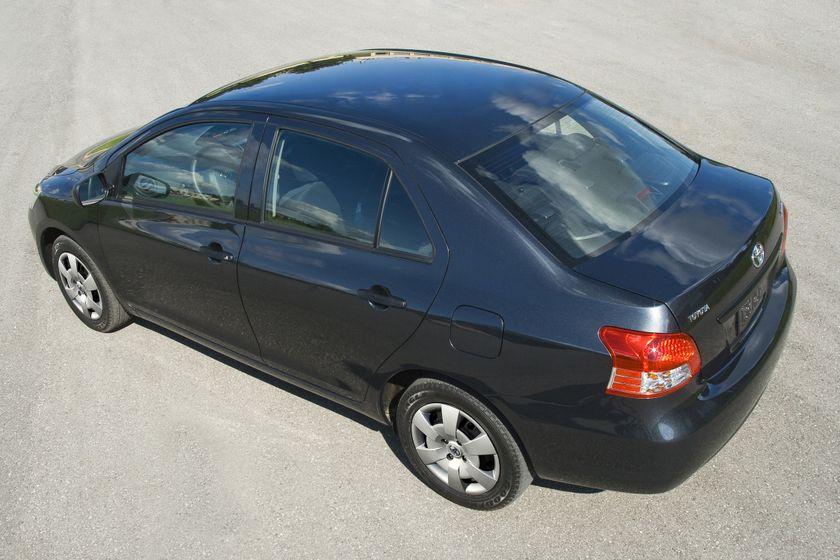 2011 Toyota Yaris Sedan 24