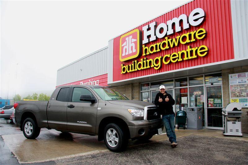 Un résident de Owen Sound a gagné le grand prix du concours Gagnez un Toyota Tundra 2009 d'une robustesse à toute épreuve de Home Hardware