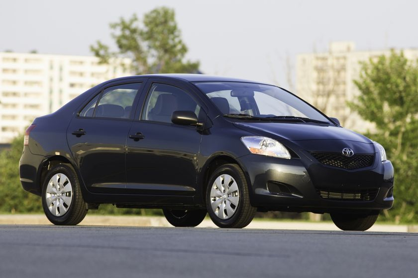 2010 Toyota Yaris Sedan 01