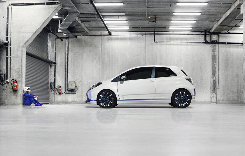 2013 Yaris Hybrid-R EXT 11
