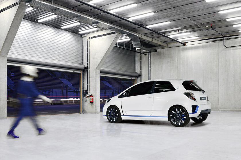 2013 Yaris Hybrid-R EXT 10