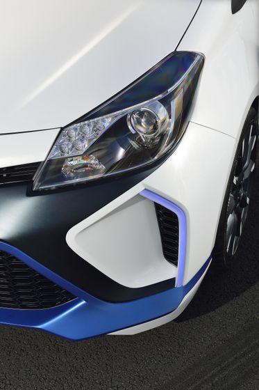 2013 Yaris Hybrid-R DET 13