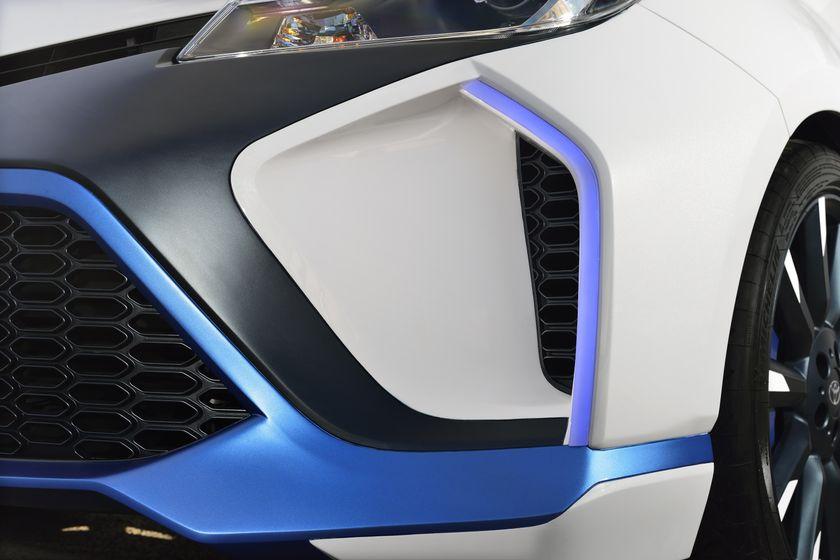 2013 Yaris Hybrid-R DET 12