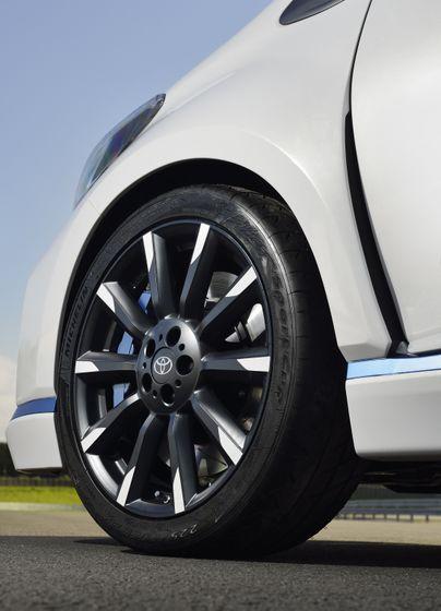 2013 Yaris Hybrid-R DET 03
