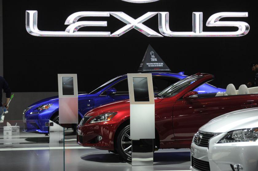 Montreal Auto Show Lexus2