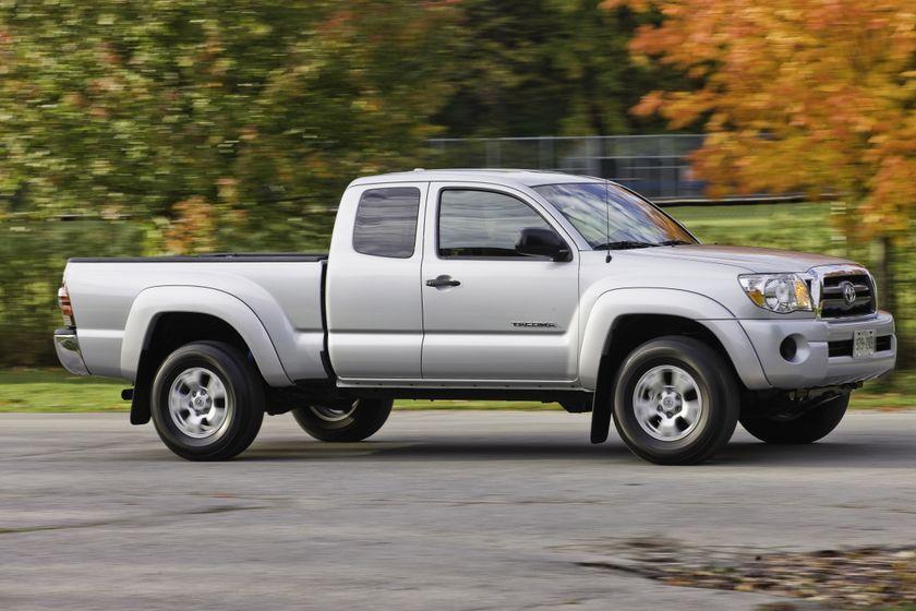 2011 Toyota Tacoma SR5 02