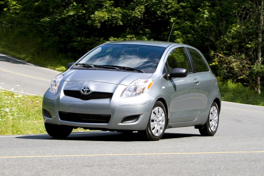 2011 Toyota Yaris Hatchback 03