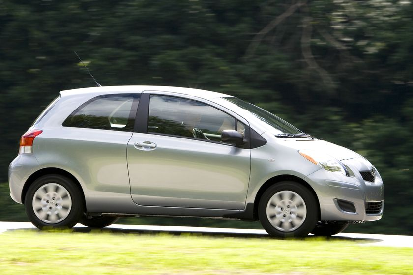2011 Toyota Yaris Hatchback 01