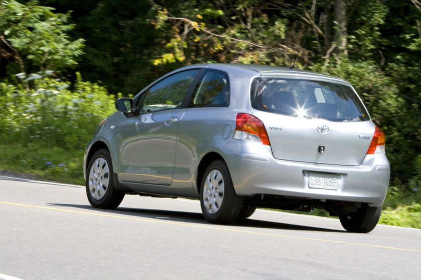 2011 Toyota Yaris Hatchback 04