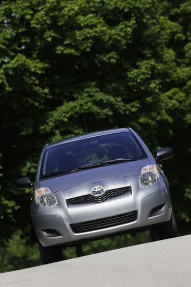 2011 Toyota Yaris Hatchback 17