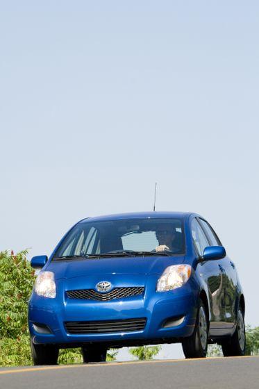 2011 Toyota Yaris Hatchback 21