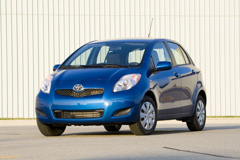 2011 Toyota Yaris Hatchback 28
