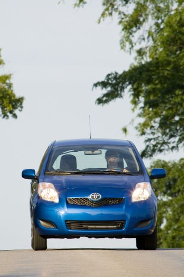 2011 Toyota Yaris Hatchback 27