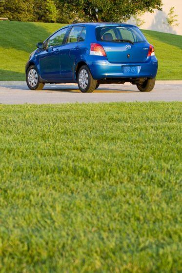 2011 Toyota Yaris Hatchback 35