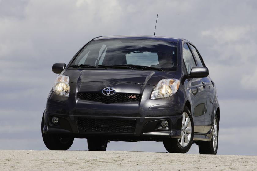 2011 Toyota Yaris Hatchback 37