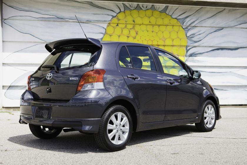 2011 Toyota Yaris Hatchback 40