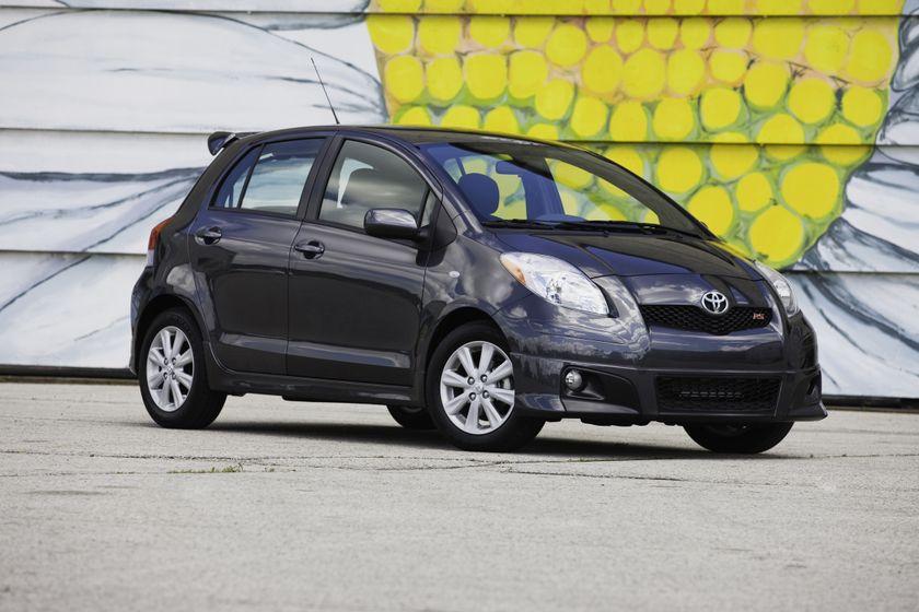 2011 Toyota Yaris Hatchback 41