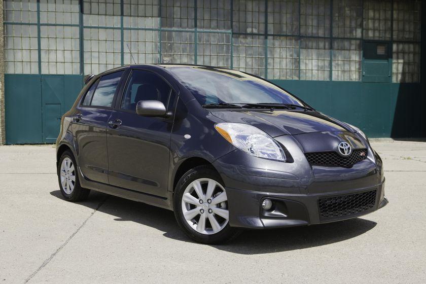 2011 Toyota Yaris Hatchback 42