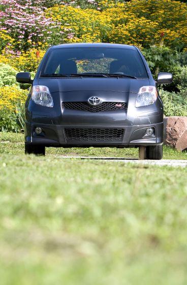 2011 Toyota Yaris Hatchback 44
