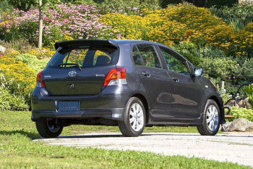 2011 Toyota Yaris Hatchback 45