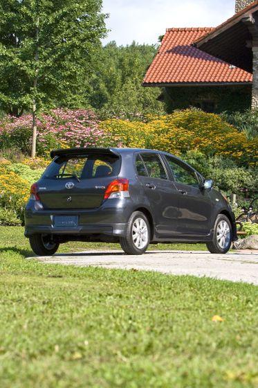 2011 Toyota Yaris Hatchback 46