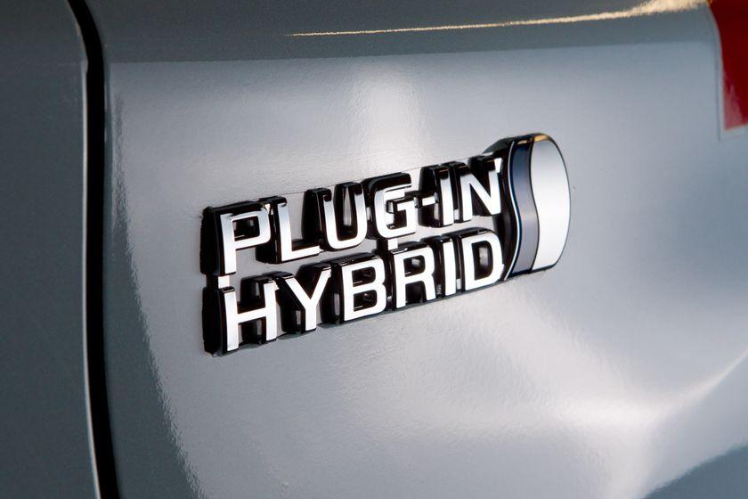 Toyota Prius PHV 23