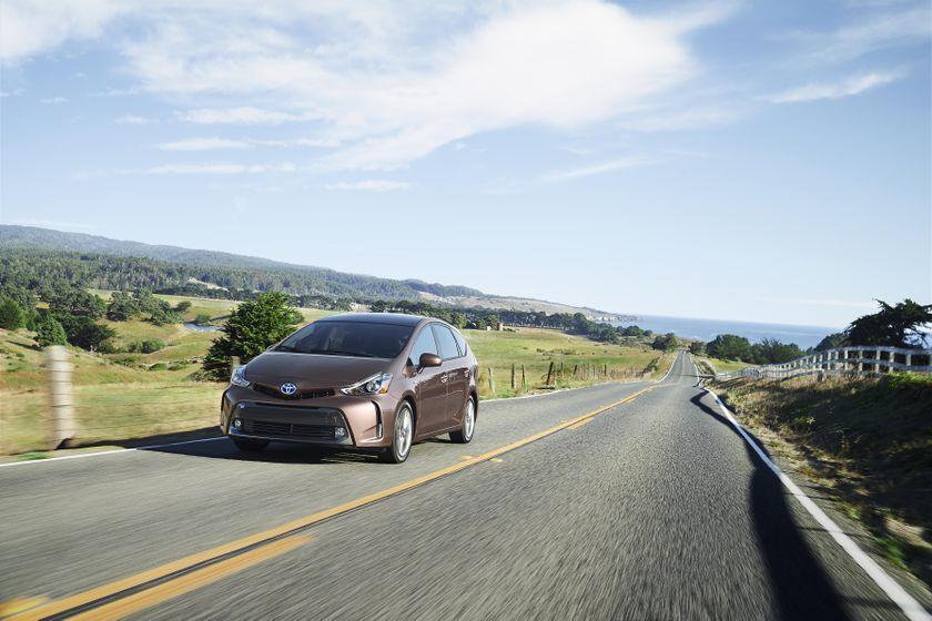 2015-2018 Toyota Prius v 02 [US]