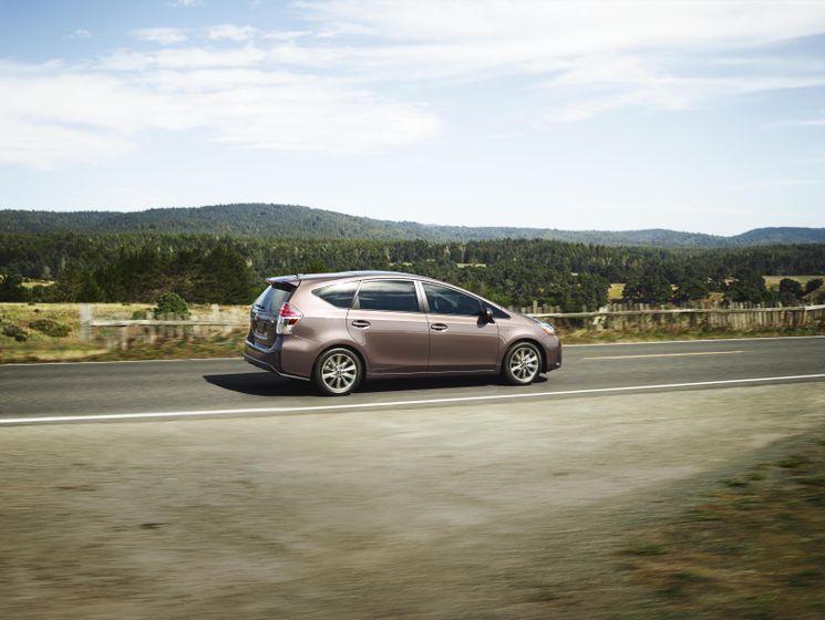 2015-2018 Toyota Prius v 08 [US]