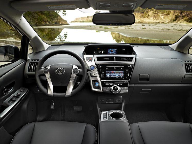 2015_Toyota_Prius_v_010 - US Image
