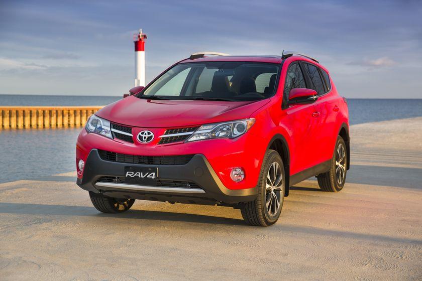 2015_Toyota_RAV4-3