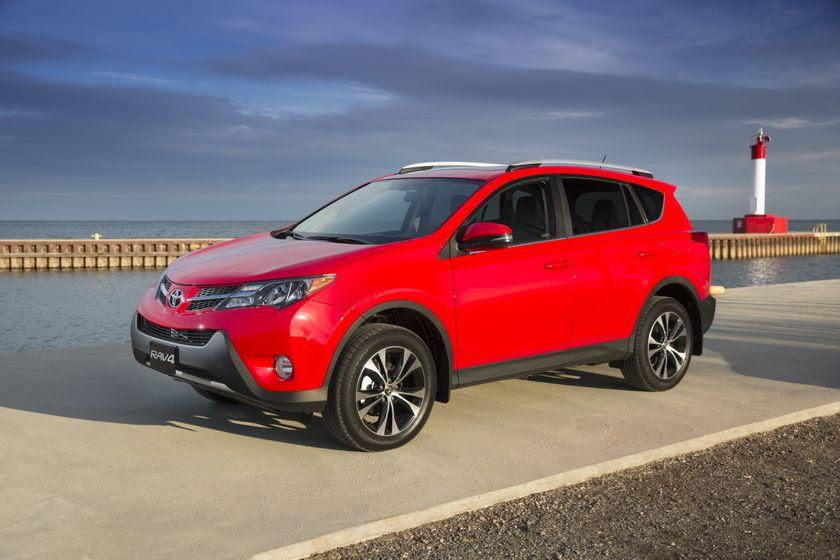 2015_Toyota_RAV4-4