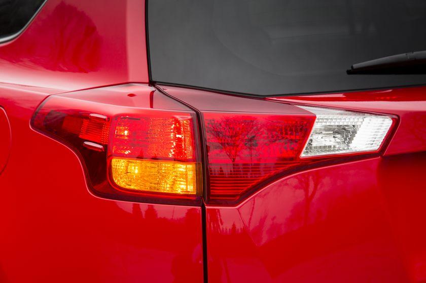2015_Toyota_RAV4-17
