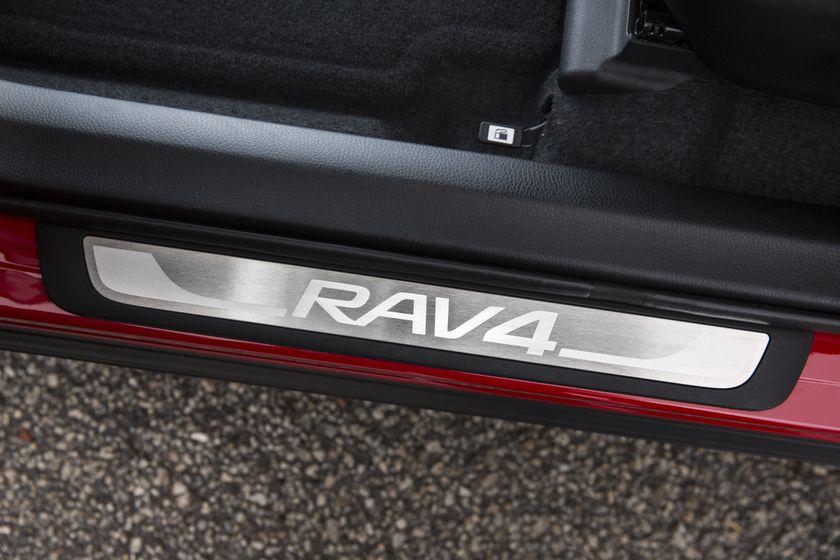 2015_Toyota_RAV4-21