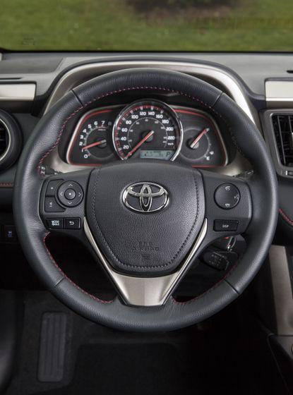 2015_Toyota_RAV4-23