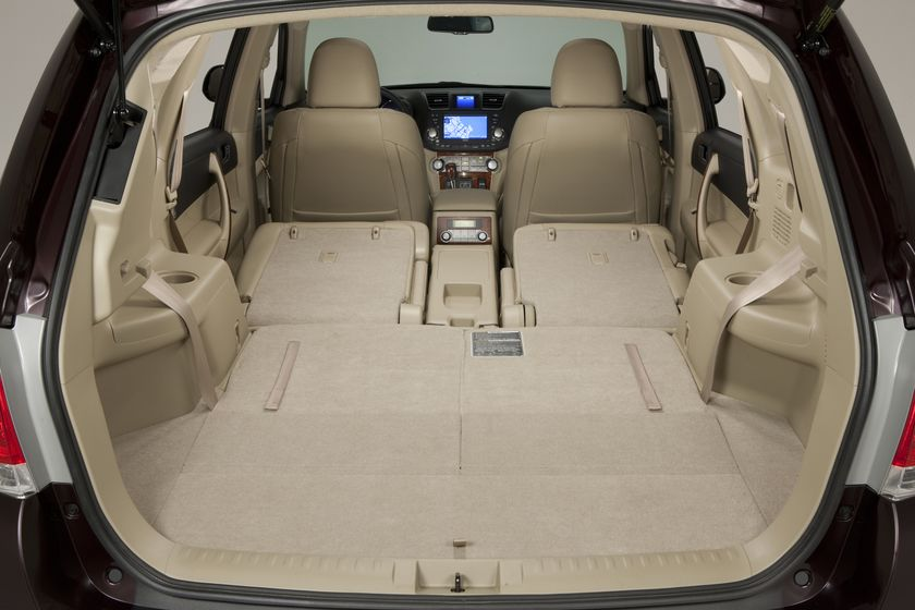 More efficiency more versatility 2011 toyota highlander - Toyota highlander hybrid interior ...