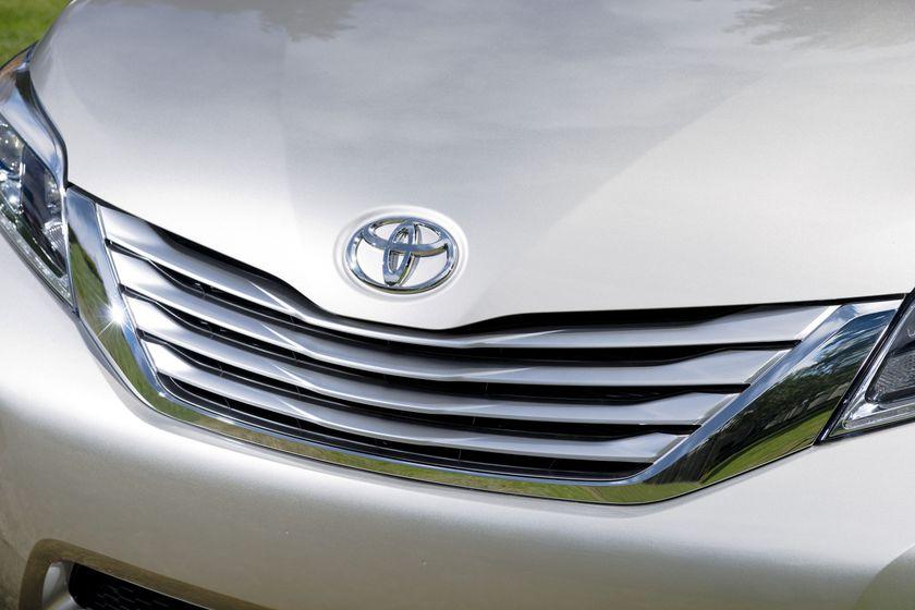2015_Toyota_Sienna_LTD_014