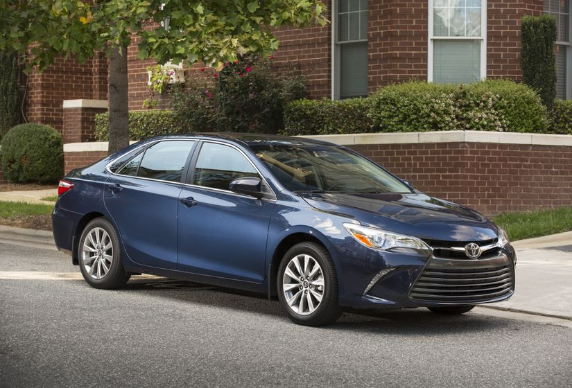 2015_Toyota_Camry_XLE-1
