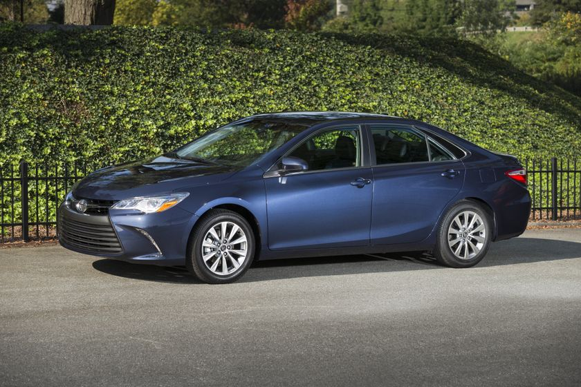 2015_Toyota_Camry_XLE-2