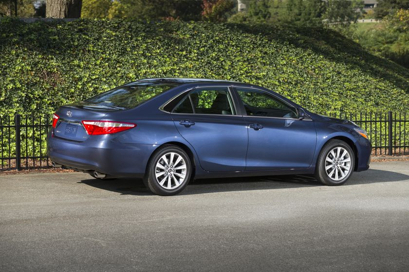 2015_Toyota_Camry_XLE-3