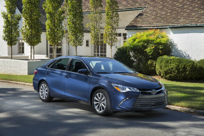 2015_Toyota_Camry_XLE-4