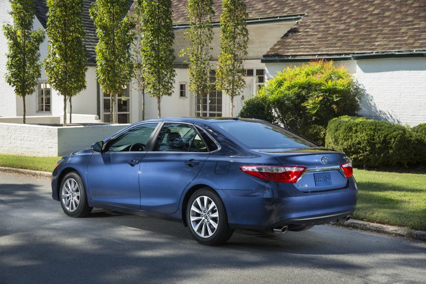 2015_Toyota_Camry_XLE-5