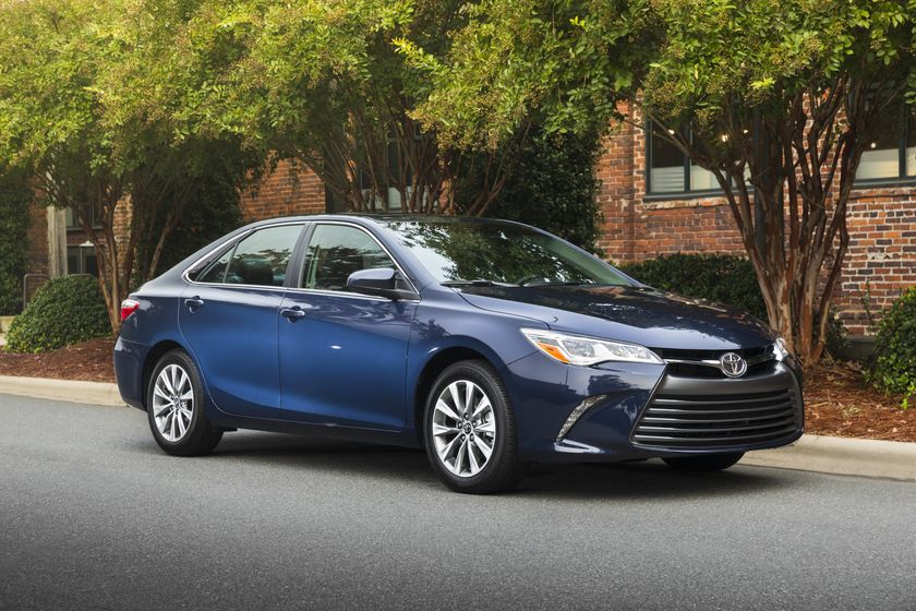 2015_Toyota_Camry_XLE-6