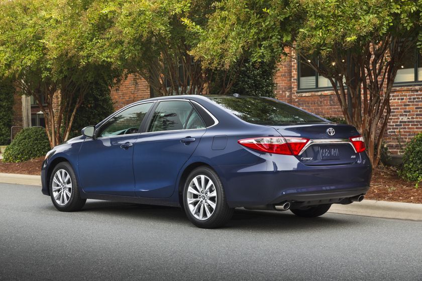 2015_Toyota_Camry_XLE-7