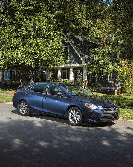 2015_Toyota_Camry_XLE-8